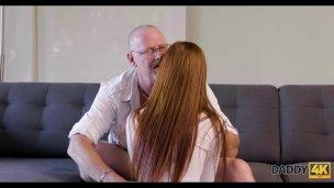 DADDY4K. Der Alte Vater Bezahlt Für Unglaublichen Sex Mit Der Freundin Sein