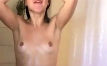 Amateur Webcam Cute Teen Plays Solo With Big